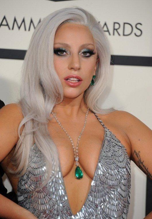 Lady Gaga на красной дорожке 57-й ежегодной премии Грэмми в Лос-Анджелесе