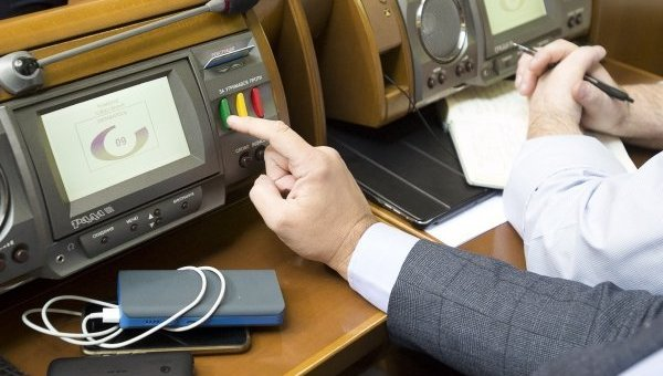 Голосование в Верховной Раде. Архивное фото