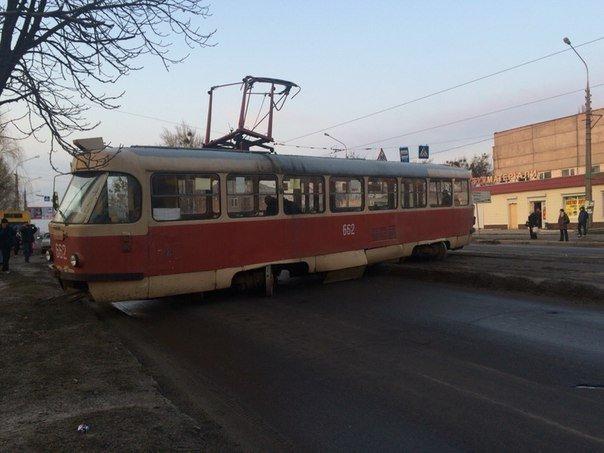 В Харькове трамвай слетел с рельсов, шесть пострадавших