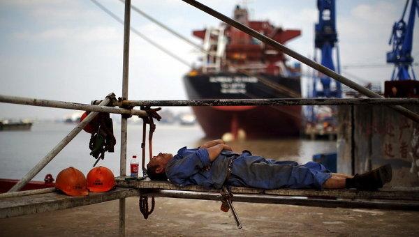 Рабочий в порту