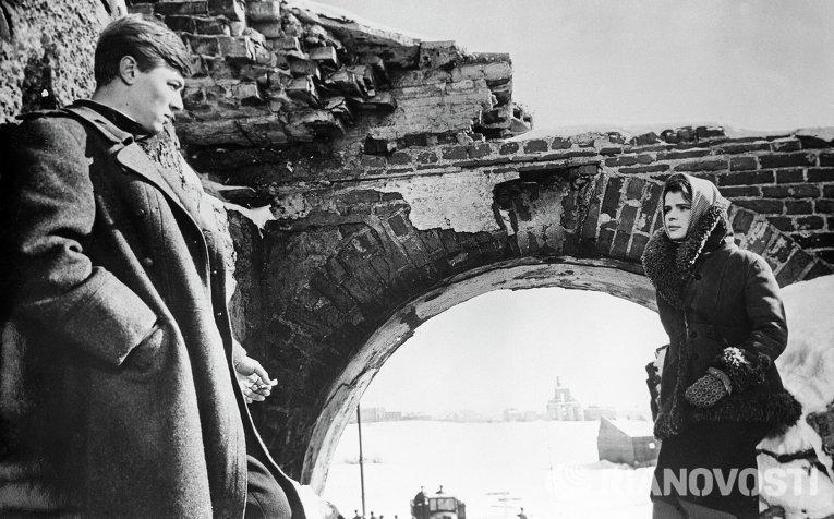 Александр Збруев (Сергей) и Тамара Семина (Анна) в кадре из художественнного фильма Чистые пруды
