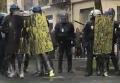Парижане облили полицейских краской на акции против трудовых реформ