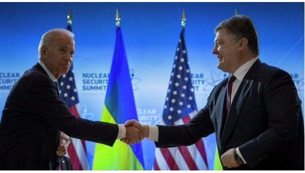 Джо Байден и Петр Порошенко. Архивное фото