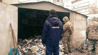 В Киеве коммунальщики обнаружили арсенал оружия в одном из гаражей