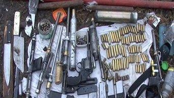 В Киеве коммунальщики обнаружили арсенал оружия в одном из гаражей. Архивное фото