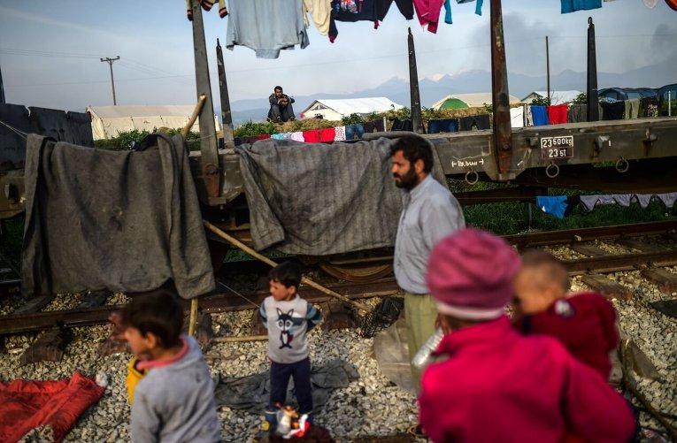 Беженцы с Ближнего Востока на границе Македонии и Греции
