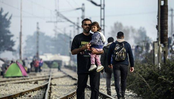 Греки посылают первую партию беженцев вТурцию посоглашению сЕС