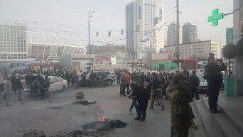 Бойцы Айдара подожгли шины у офиса Шуфрича в центре Киева
