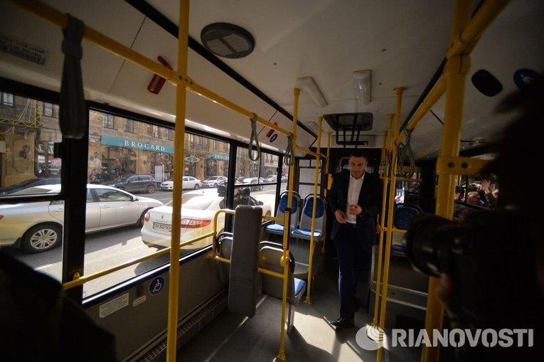 Виталий Кличко на презентации смарт-остановки в Киеве