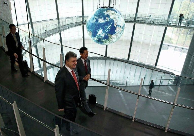 Порошенко в Японии отправился с детьми в музей