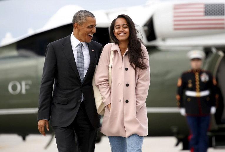 Президент США Барак Обама и его дочь Малия в аэропорту О'Хара в Чикаго