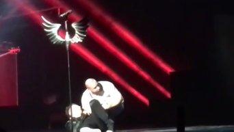 Певец Сергей Лазарев упал в обморок на сцене