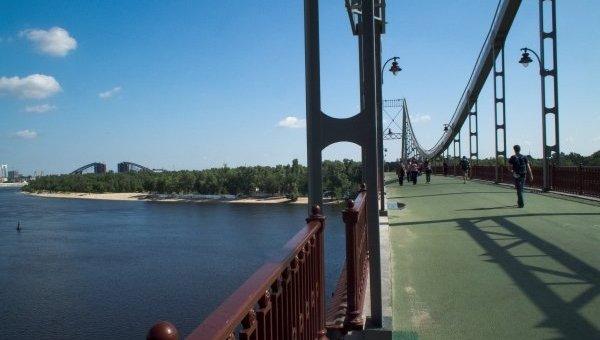 Пешеходный переход на Труханов остров в Киеве