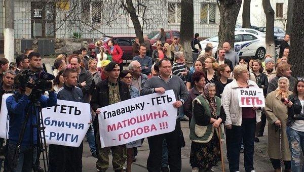 Вече в Коцюбинском в поддержку поселкового главы Ольги Матюшиной