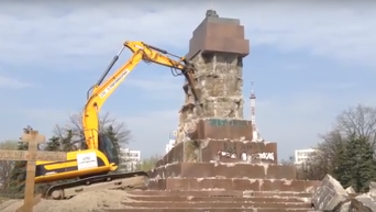 Демонтаж постамента памятнику Ленина в Харькове