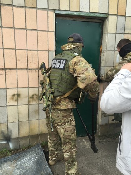 Сотрудники СБУ скупали янтарь и совершали разбой в Ровенской области
