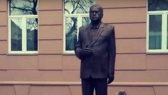 В Москве установили памятник Жириновскому. Видео
