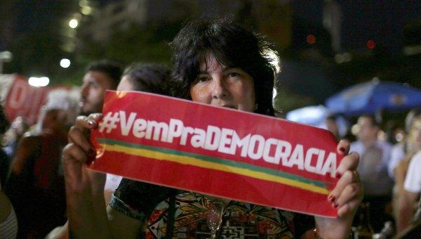 В Бразилии продолжаются протесты против президента страны Дилмы Руссефф