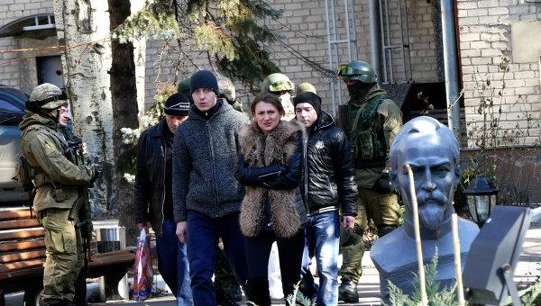Омбудсмен самопровозглашенной ДНР Дарья Морозова (на переднем плане)