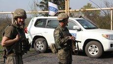 Патрулирование миссии ОБСЕ на линии разграничения в Донбассе. Архивное фото