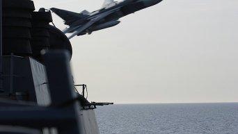 Российские истребители над американским эсминцем