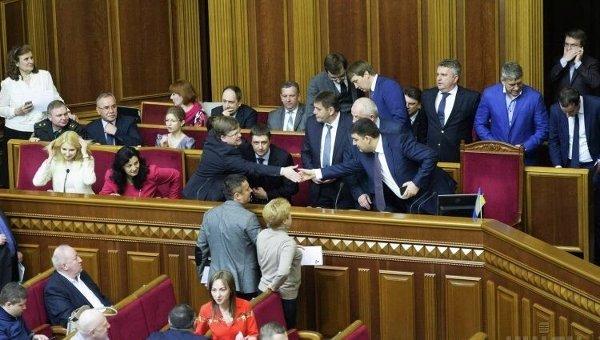 Члены Кабмина во главе с Владимиром Гройсманом в Верховной Раде. Архивное фото