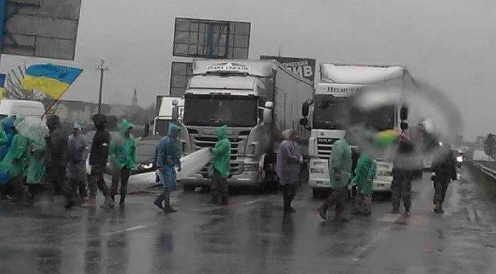 В Киеве на Окружной АТОшники заблокировали движение