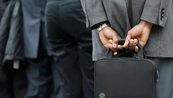 Мужчина с сумкой. Архивное фото