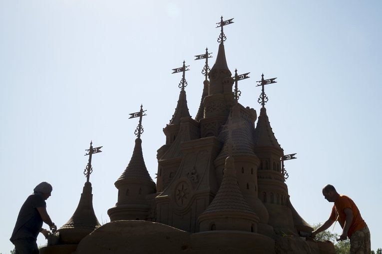 Фестиваль песчаных скульптур в Алматы