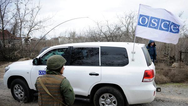 Автомашина сотрудников миссии ОБСЕ