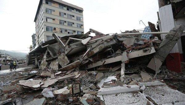 Последствия разрушительного землетрясения в Эквадоре