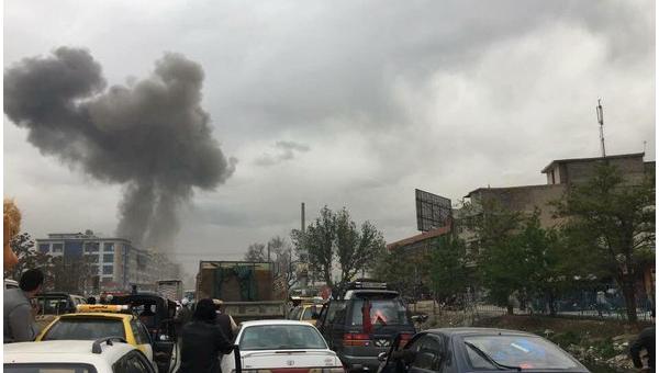 На месте взрыва в центре столицы Афганистана Кабула 18 апреля 2016 года