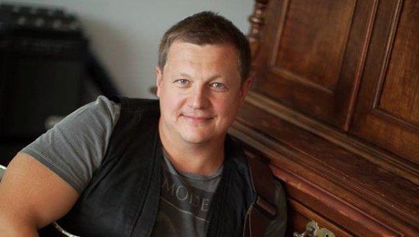 Бас-гитарист группы Любэ Павел Усанов