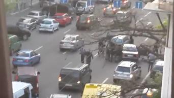 Задержание со стрельбой угонщиков авто в Киеве: кадры с места событий. Видео