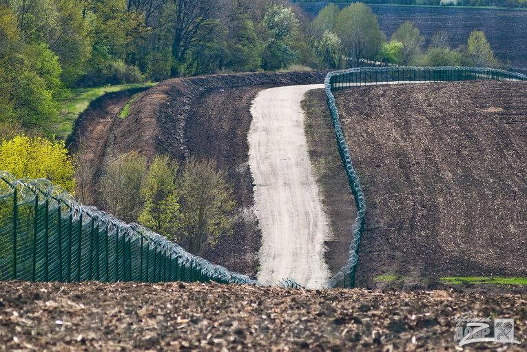 Украинская Стена на границе с Россией