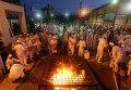 Израильские самаритяне принимают участие в традиционной церемонии пасхальной жертвы на горе Гаризим близ северного города Наблус