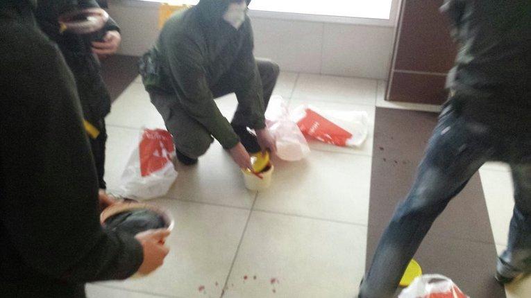 Офис телеканала Украина облили кровью