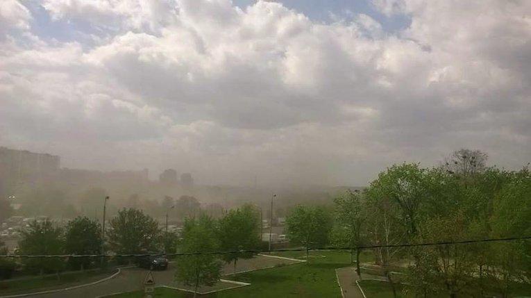 Облака странной пыли над Киевом