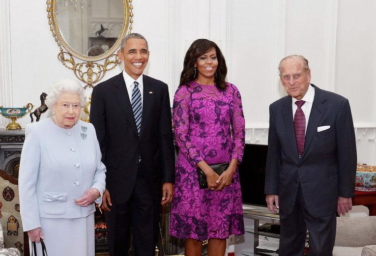 Королева Великобритании Елизавета II и герцог Эдинбургский рядом с президентом США Бараком Обамой и его супругой Мишель в Виндзорском замке