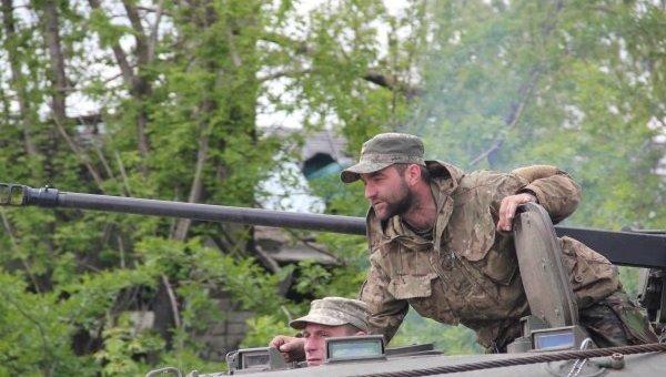 Будьте отважными: капеллан ибойцы поздравили украинцев сПасхой