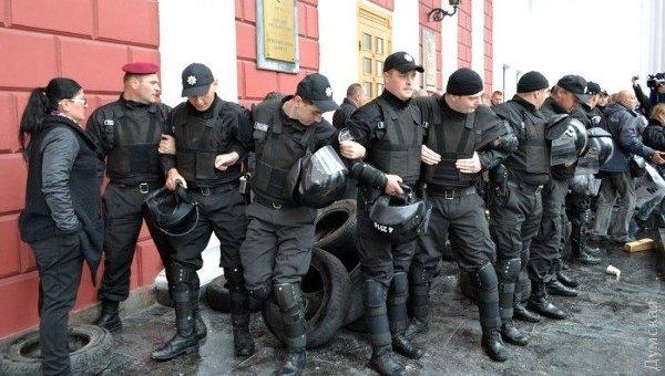 Разгон митингующих у здании мэрии Одессы
