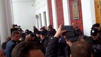 Зачистка входа в мэрию Одессы