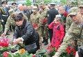 Возложение цветов к памятнику погибшим в Чернобыльской катастрофе в Одессе