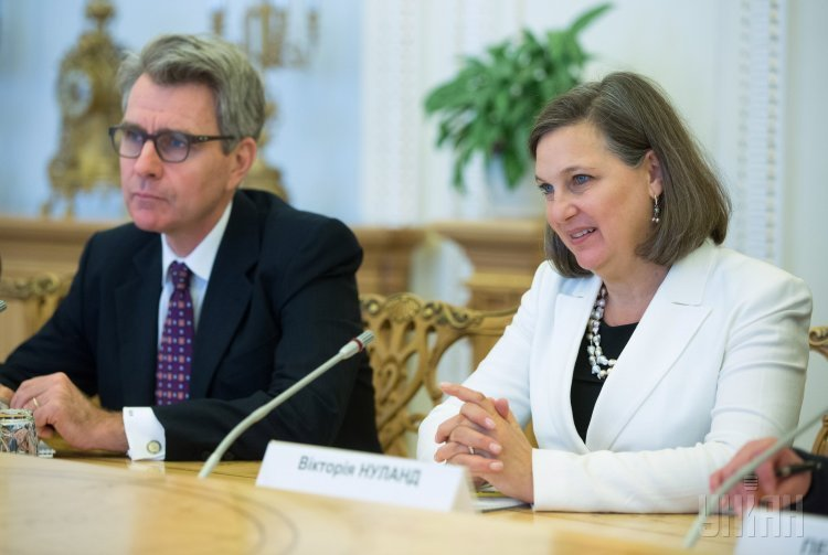 Чрезвычайный и полномочный посол США в Украине Джеффри Пайетт и помощник Государственного секретаря США по вопросам Европы и Евразии Виктория Нуланд