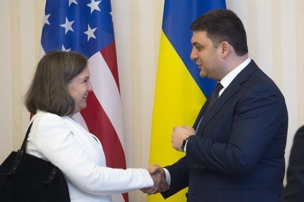 Виктория Нуланд и Владимир Гройсман в Киеве
