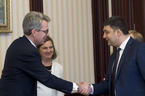 Джеффри Пайетт, Виктория Нуланд и Владимир Гройсман в Киеве
