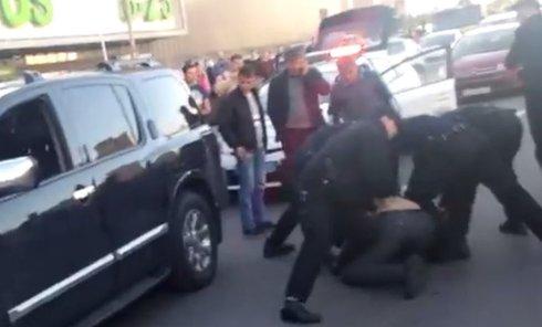 Водитель Infiniti устроил драку с полицейскими в Киеве на Позняках