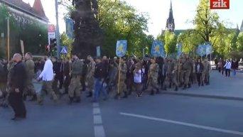 Парад вышиванок и марш в честь дивизии Галичина во Львове. Видео
