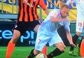 У игрока Севильи вылетела коленная чашечка во время матча с Шахтером. Видео