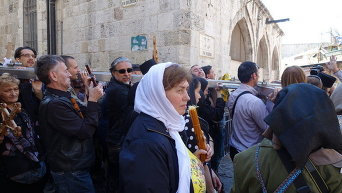 В Иерусалиме десятки тысяч паломников со всего мира повторили Крестный путь Иисуса Христа